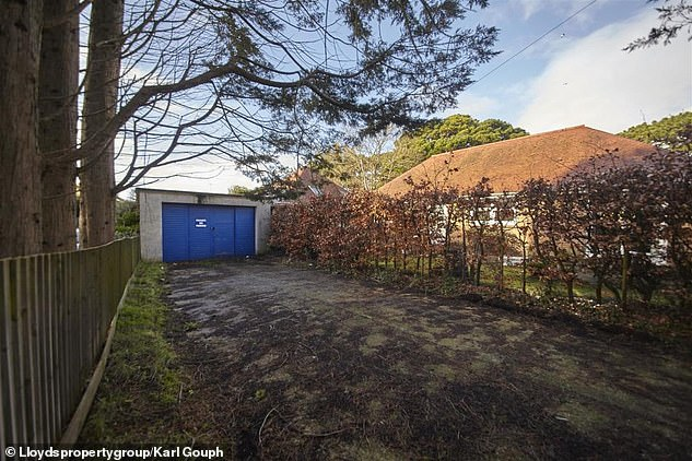 The garage is currently 650 sq ft and sits on a plot of land extending to just 0.089 acres