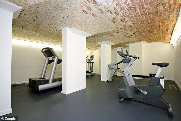 There is a communal gym in the vaulted cellars that can be used by the residents ofGrenehurst Park