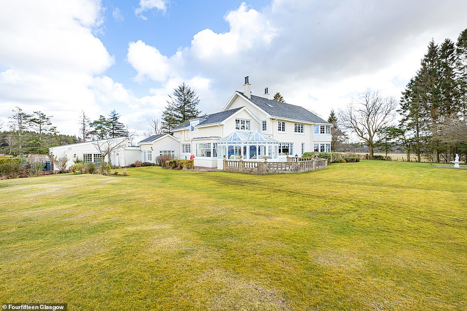 Cattermuir Lodge was built in 1968 and sits in 13.5 acres of land with stunning countryside views, around 17 miles from Glasgow and 65 miles from Edinburgh